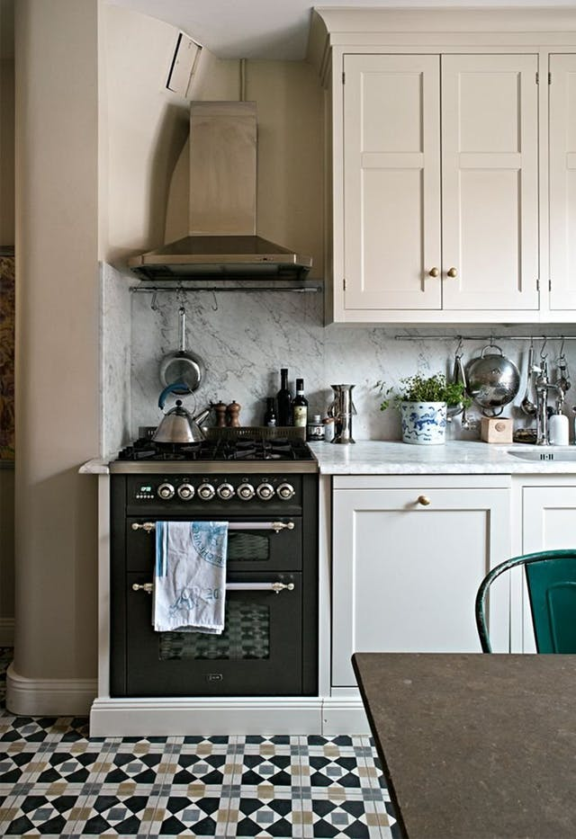 White shaker cabinets discount trendy in queens ny for Kitchen cabinets queens